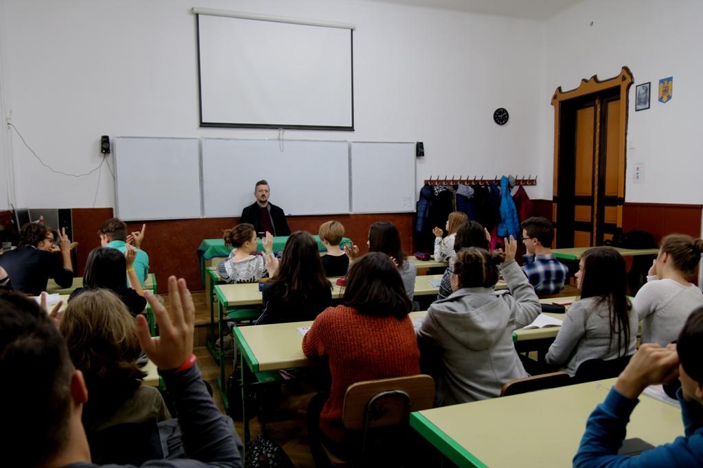 Rendhagyó irodalomóra Székely Csaba drámaíróval (A IX. A osztály véleménye)