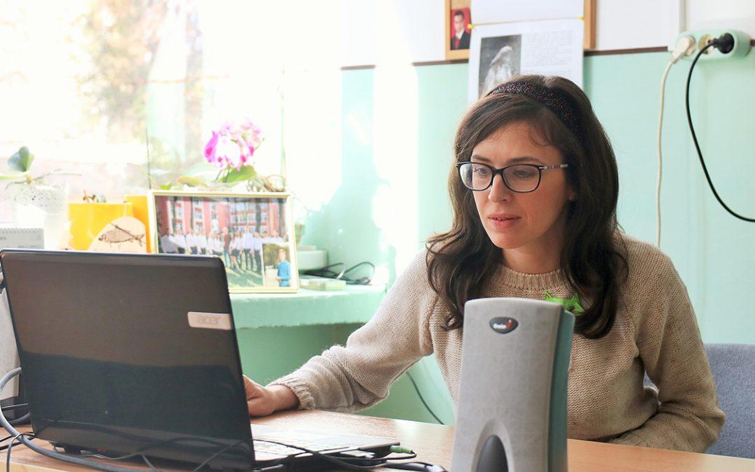 """Elise Wilk a Gheorghe Șincai Műszaki Líceum diákjaival megismertette a """"Zöld macskát"""" és a kortárs dramaturgiát"""